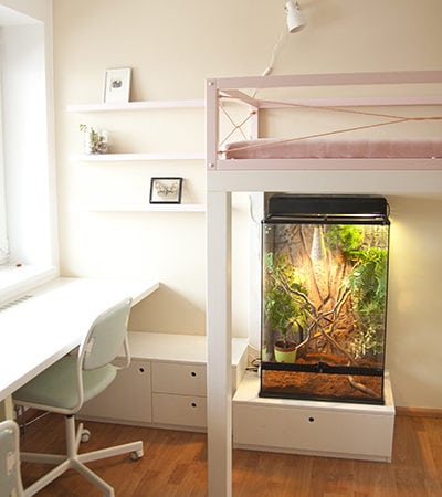 úložné prostory, dětský pracovní stůl, police a poličky, česká výroba, dřevěný nábytek, jemné barvy