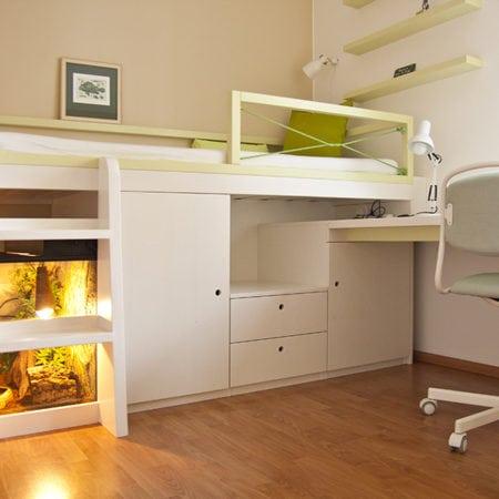 Dětská postel, uspořádání dle dětí, skříňky na míru, z masivu