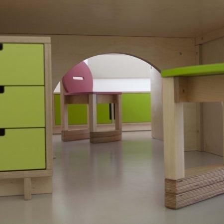 dětský stůl, kontejner, rostoucí židle, nábytek na míru, interiér na míru