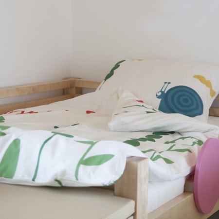 dětská postel, dětský nábytek ze dřeva, dětské ložní prádlo, designové povlečení, postel se zábranou, postel pro děti, dřevěná postel