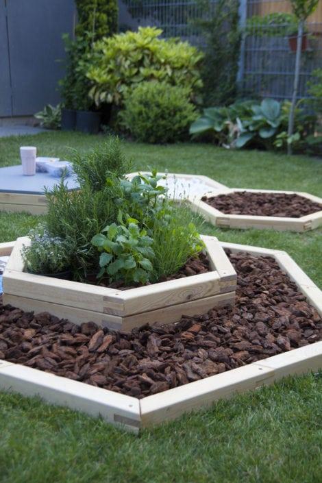 zahradní květináče, designová zahrada, zahradní design, keříky na zahradu, venkovní posezení